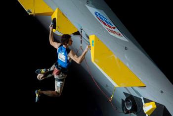 Sláva: Český sportovní lezec Adam Ondra má z MS zlatou medaili z lezení na obtížnost